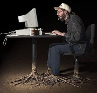 Sitt inte för länge framför din dator för då växer du fast. Det ser mindre lustigt ut.