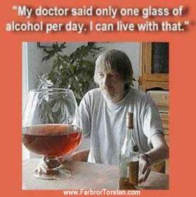 Mathumor i form av ett STORT glas vin till maten.