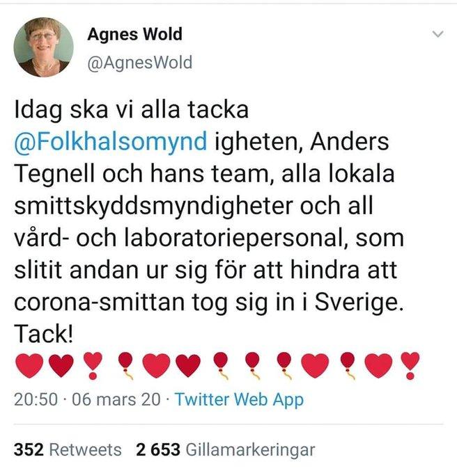 Agnes Wold tar ut segern mot coronasmittan i förskott redan i mars 2020 och tackar Tegnell och Folkhälsomyndigheten. Egentligen är det tragiskt, men också komiskt mitt i allt elände.